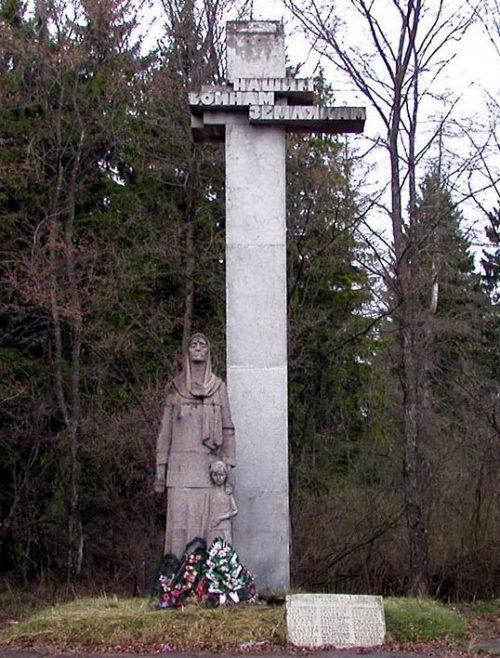 д. Каменка Кардымовского р-на. Памятник погибшим землякам.