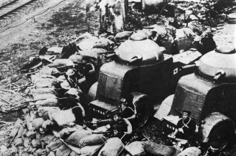 Подразделение японской бронетехники возле северного железнодорожного вокзала Шанхая. Февраль 1932 г.
