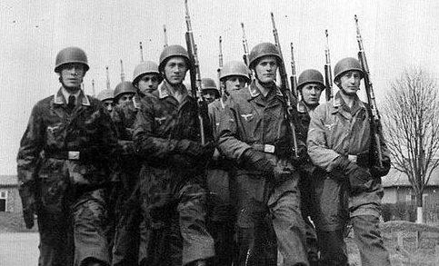 Строевые занятия десантников. 1940 г.