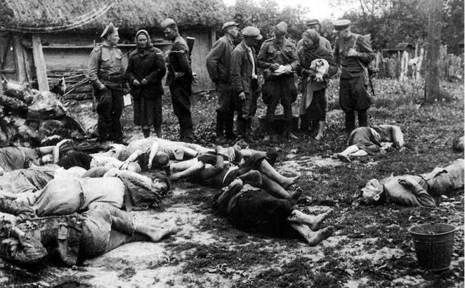 Тела убитых украинцев в селе Верховина Красноставського повита.