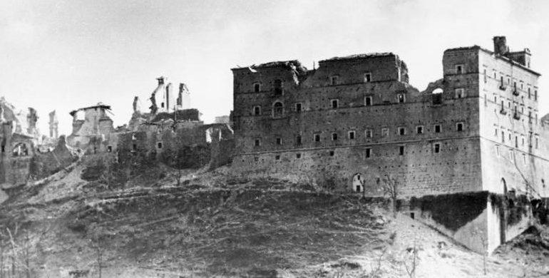 Руины аббатства.