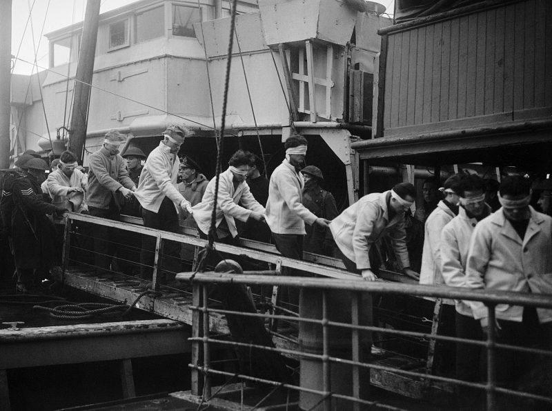 Спасшиеся моряки с «Шарнхорста» в Скапа-Флоу, 2 января 1944 г.