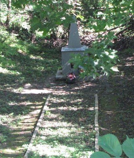 г. Велиж. Братская могила по улице Яна Томпа советских граждан, казненных гитлеровскими оккупантами.