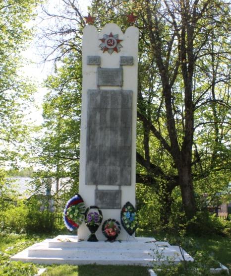 д. Мольково Кардымовского р-на. Памятное место, где в 1941-1943 годах происходили массовые казни советских патриотов.
