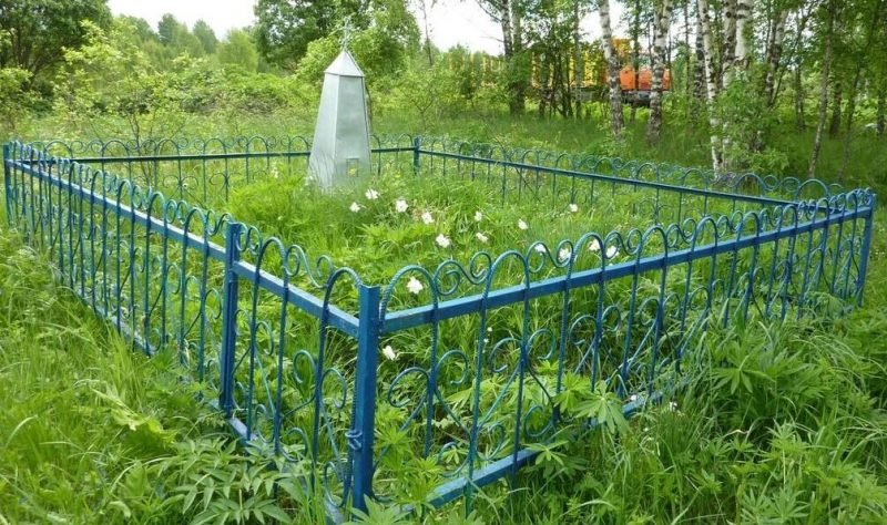 д. Варнавино Демидовского р-на. Братская могила 106 советских граждан, сожженных оккупантами 21-22 октября 1942 года.
