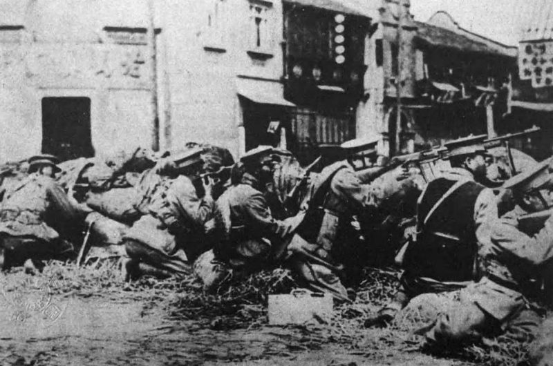 Китайские солдаты на баррикадах в Шанхае. Апрель 1932 г.