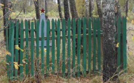 д. Верхнее Хотяково Демидовского р-на. Братская могила советских воинов, погибших в 1943 году.