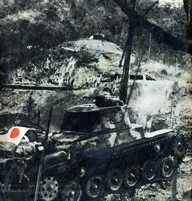Японский танк во время битвы при Коррегидоре. 1942 г.