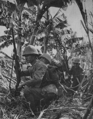 Японские морские пехотинцы в засаде. Кокода, июль 1942 г.