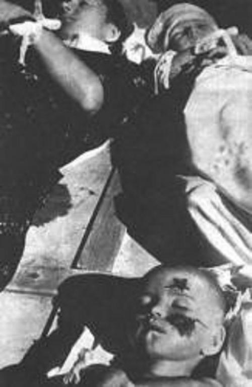 Женщина с двумя детьми, убитая в селе Буще вояками УПА. 22 января 1944 г.