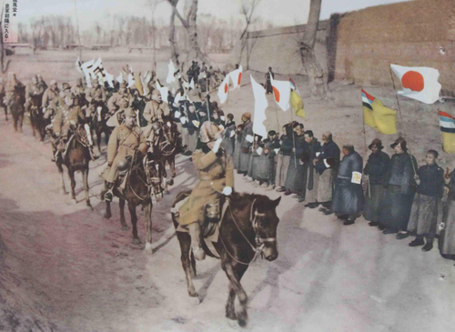 Войска Квантунской армии вступают в монгольский город Тауран. Март 1936 г.