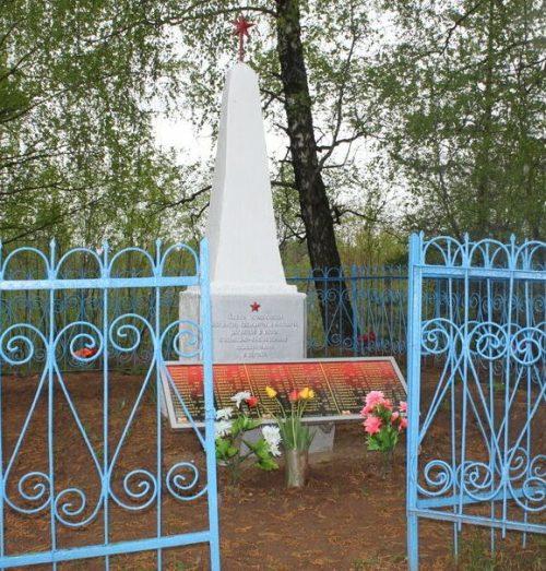 д. Ехны Велижского р-на. Братская могила 53 воинов советской армии, погибших в годы войны.