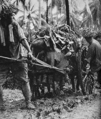 Японские солдаты в пути. Кокода, 1942 г.