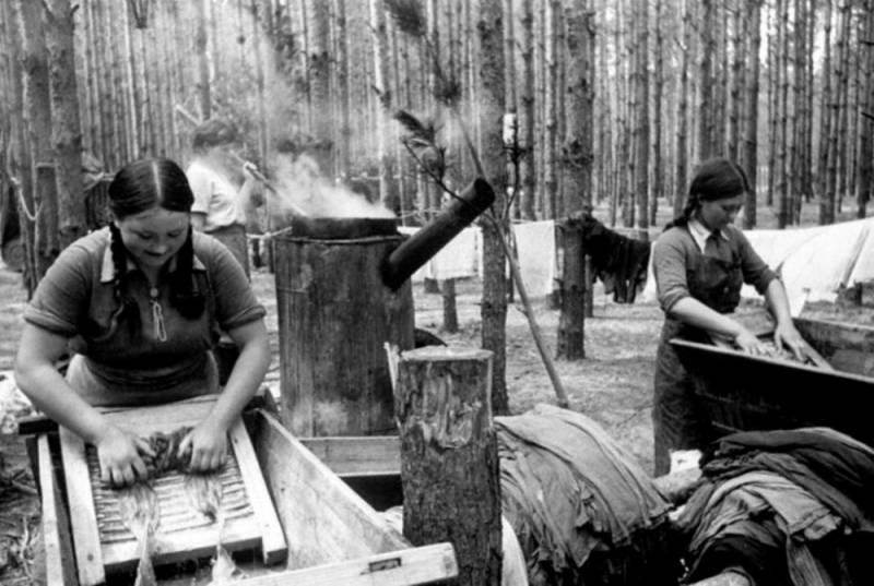 Полевой прачечно-дезинфекционные отряд. 1944 г.