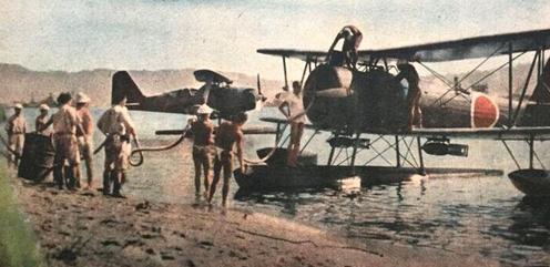 Пикирующие бомбардировщики «Aichi D1A Сьюзи» на острове Трук. 1942 г.