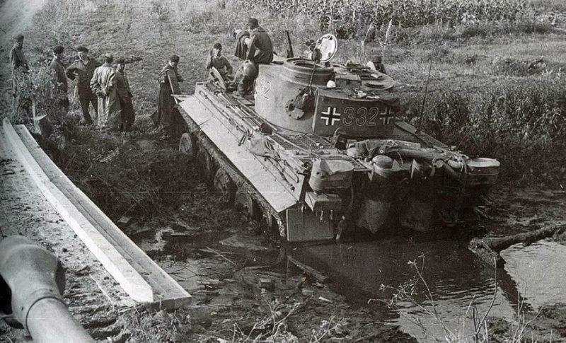 Испытание немецких «Тигров». Преодоление брода. Сентябрь 1943 г.