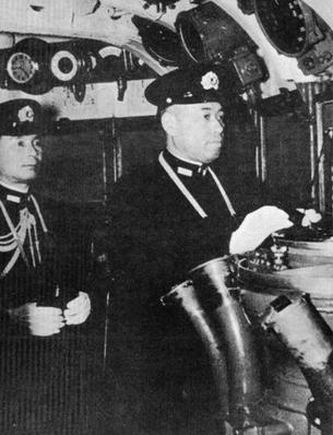 Адмиралы Исороку Ямамото и Матоме Угаки во время битвы за Мидуэй. Июнь 1942 г.