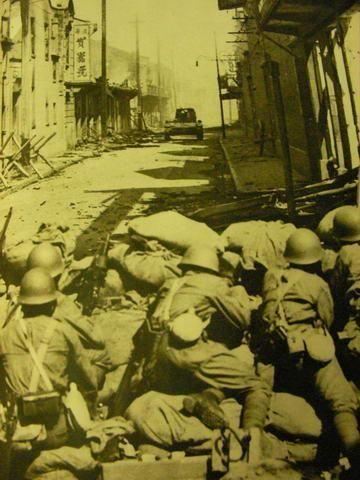Баррикада на городской улице. 22 августа 1937 г.