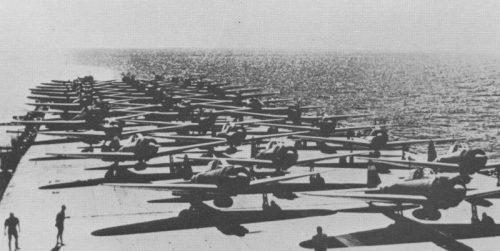 Японские истребители Мицубиси A6M2b «Зеро» на авианосце «Дзуйкаку» в ходе рейда в Индийский океан. Апрель 1942 г.