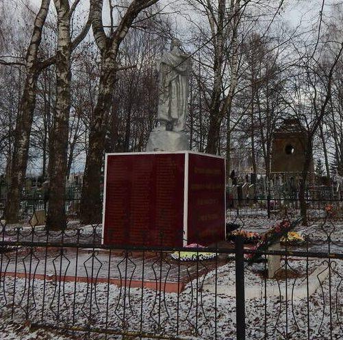 г. Демидов. Памятник по улице Нахаевской, установленный на братской могиле, в которой похоронено 439 советских воинов, погибших в 1941-1943 годах.