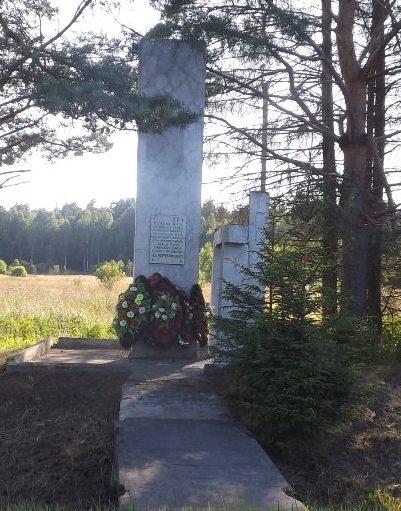 Краснинский р-н. Памятный знак командному пункту 3-го Белорусского фронта.