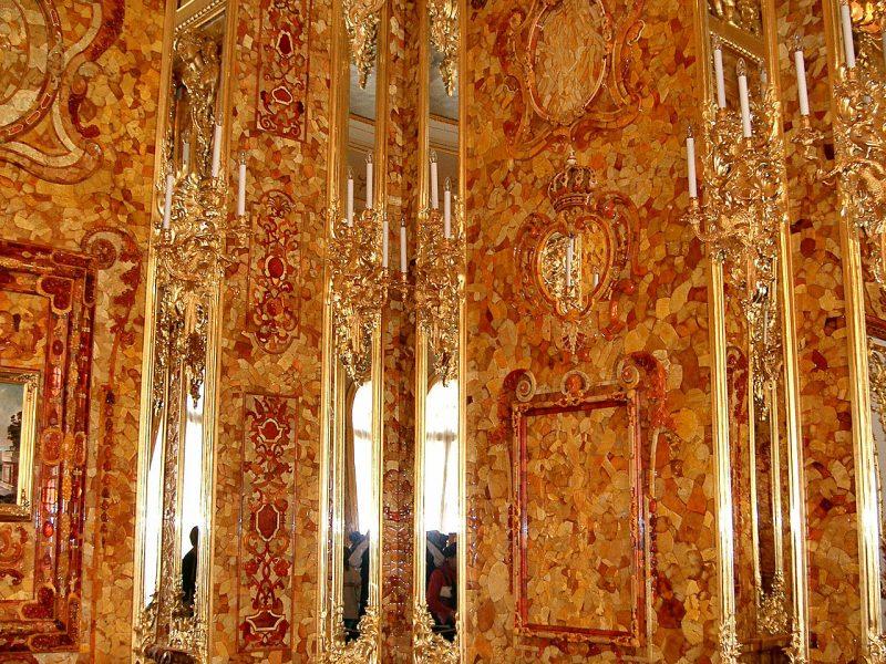 Стеновые янтарные панели.