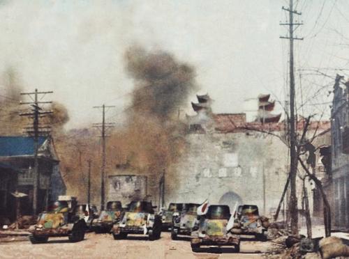 Японские танкетки атакуют ворота Нанкина. Декабрь 1937 г.