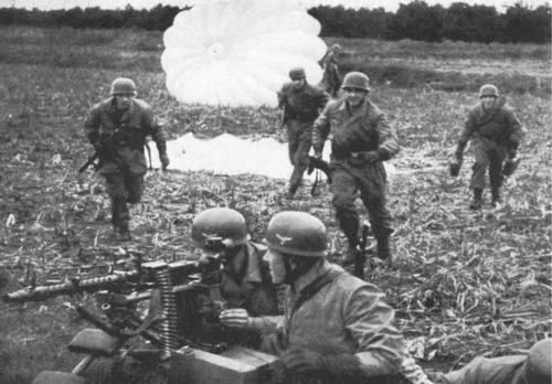 Немецкие десантники высадились в Голландии. 10 мая 1940 г.