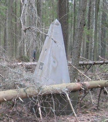 д. Желюхово Демидовского р-на. Обелиск, установленный на братской могиле, в которой похоронено 23 советских граждан, казненных оккупантами в сентябре 1942 года.