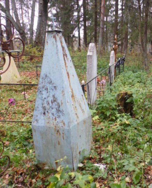 д. Заики Демидовского р-на. Обелиск, установленный на братской могиле, в которой похоронено 40 советских граждан, казненных оккупантами в марте 1942 года.