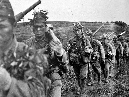 Японская пехота на марше в южном Китае. 1943 г.