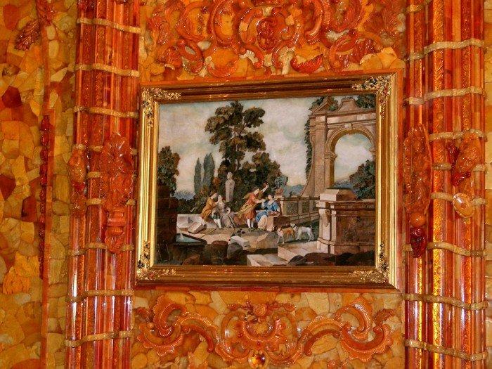 Большие рамы флорентийских картин.