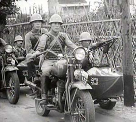 Японские войска на улицах Шанхая. Август 1937 г.