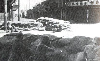 Солдаты НРА блокируют улицы в Шанхае. Сентябрь 1937 г.