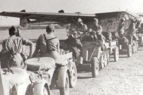 Загрузка планеров перед десантом на Крит. Май 1941 г.