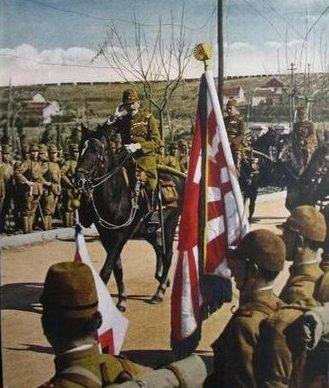 Генерал Мацуи Иване, приветствует полк 6-й пехотной дивизии японской. Нанкин, 1937 г.
