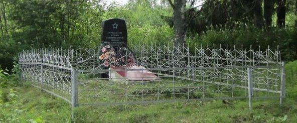 д. Поречье Демидовского р-на. Братская могила 5 советских воинов, погибших в годы войны.
