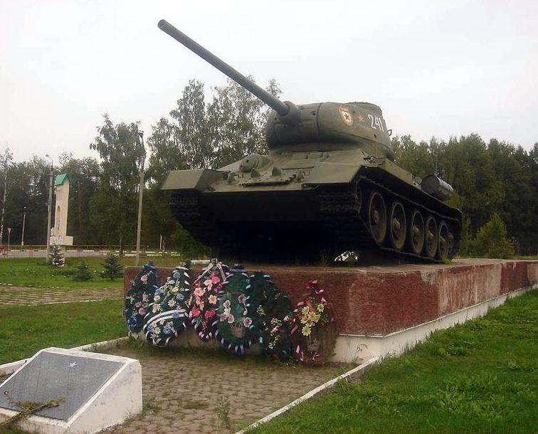 г. Вязьма. Памятник-танк Т-34, установленный в 1982 году в ознаменование победы советского народа в Великой Отечественной войне 1941 – 1945 гг.