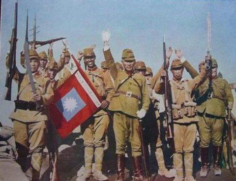 Генерал Сакаи Коджи празднует победу с войсками после захвата Пекина. 1937 г.