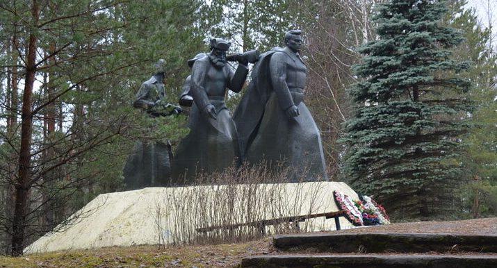 п. Пржевальское Демидовского р-на. Памятное место, где с февраля по сентябрь 1942 года находился центр Северо-западного партизанского края.