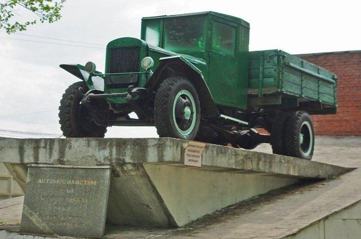 г. Вязьма. Памятник автомобилистам на улице 25 октября.
