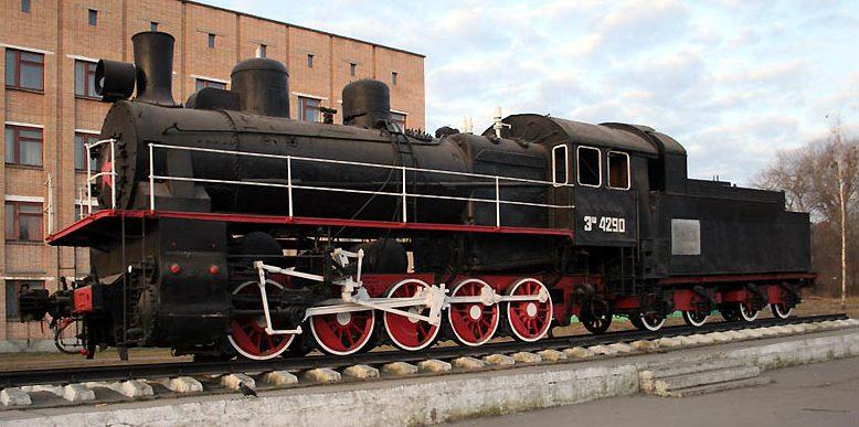 г. Вязьма. Памятник-паравоз Эш-4290, установленный в ознаменование революционных, боевых и трудовых подвигов железнодорожников Вяземского узла.