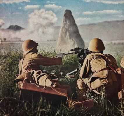 Расчет тяжелого пулемета в битве при Сюйчжоу. Май 1938 г.