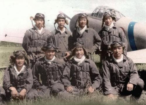 Пилоты на аэродроме Рабаул. 1942 г.