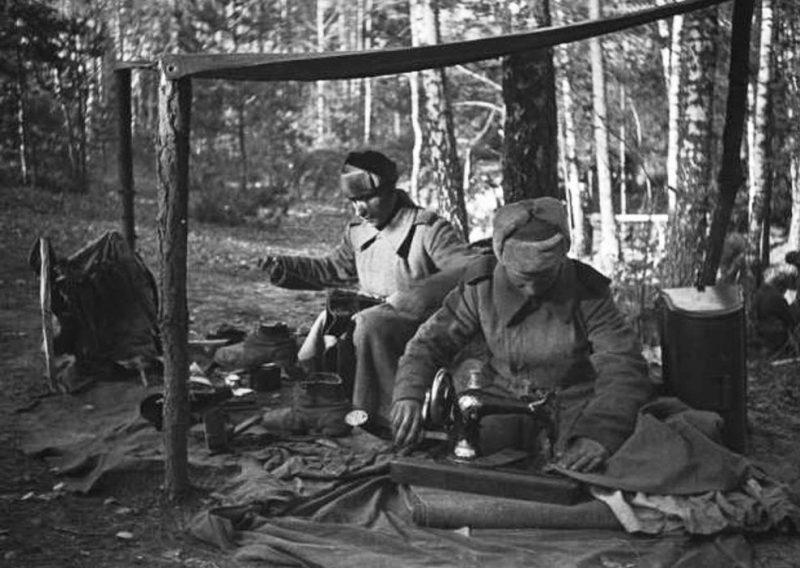 Армейские портные на передовой. 1942 г.