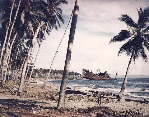 Японский транспорт «Кинугава Маару» на берегу Гуадалканала. Ноябрь 1943 г.