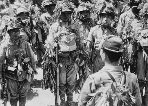 Солдаты 8-й пехотной дивизии на Лусоне. Июль 1944 г.