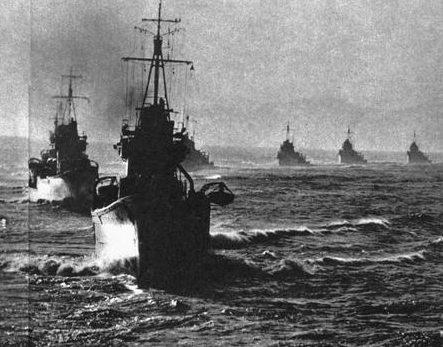 Эсминцы ВМС Японии направляются на Соломоновы острова. Октябрь 1942 г.
