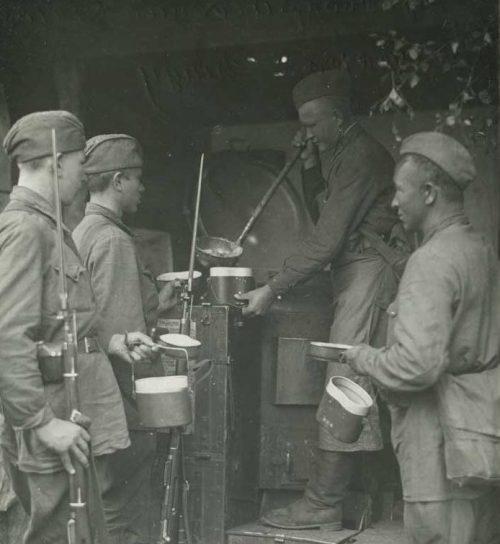 «Кашевар» на полевой кухне. 1943 г.