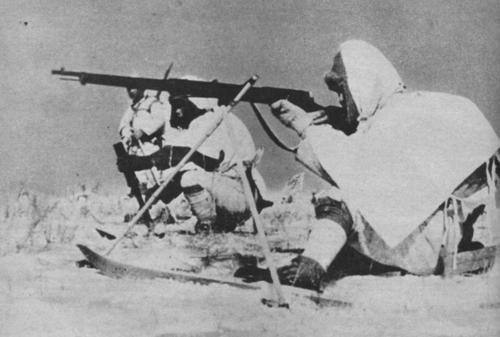 Лыжные войска японской армии во время учений на острове Сахалин у советской границы. 1944 г.